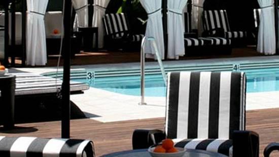 Shangri-La pool 550