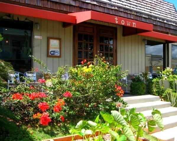 Town Restaurant - 3535 Waialae Avenue, Honolulu * Phone 808.735.5900
