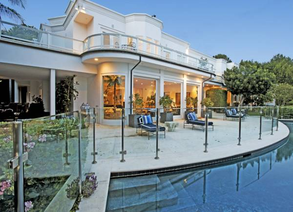 19 5 million beverly hills estate listed by jeff hyland for Luxury homes for sale in beverly hills