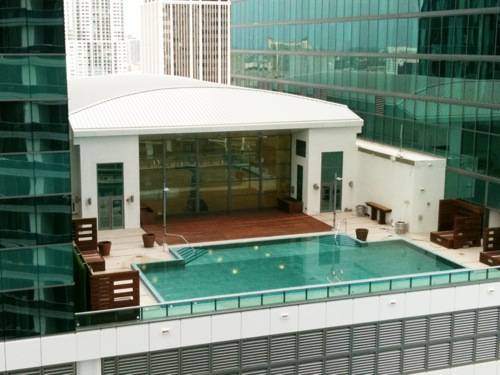 JW Marriott Marquis Miami pool and basketball court