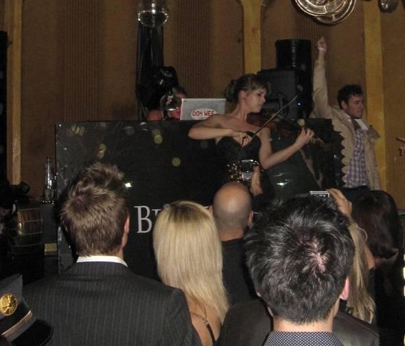 Pre-Grammys-Caitlin-Moe-Mia-Moretti1