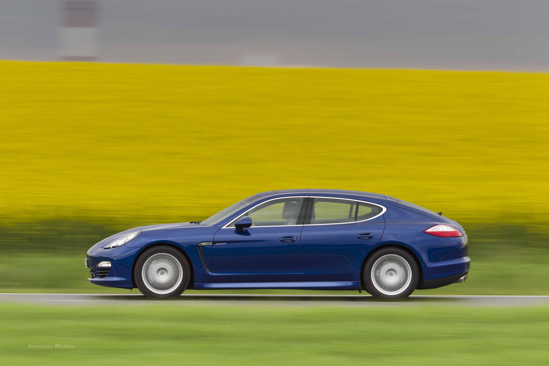 Hautos 2012 Porsche Panamera S Hybrid Internationally