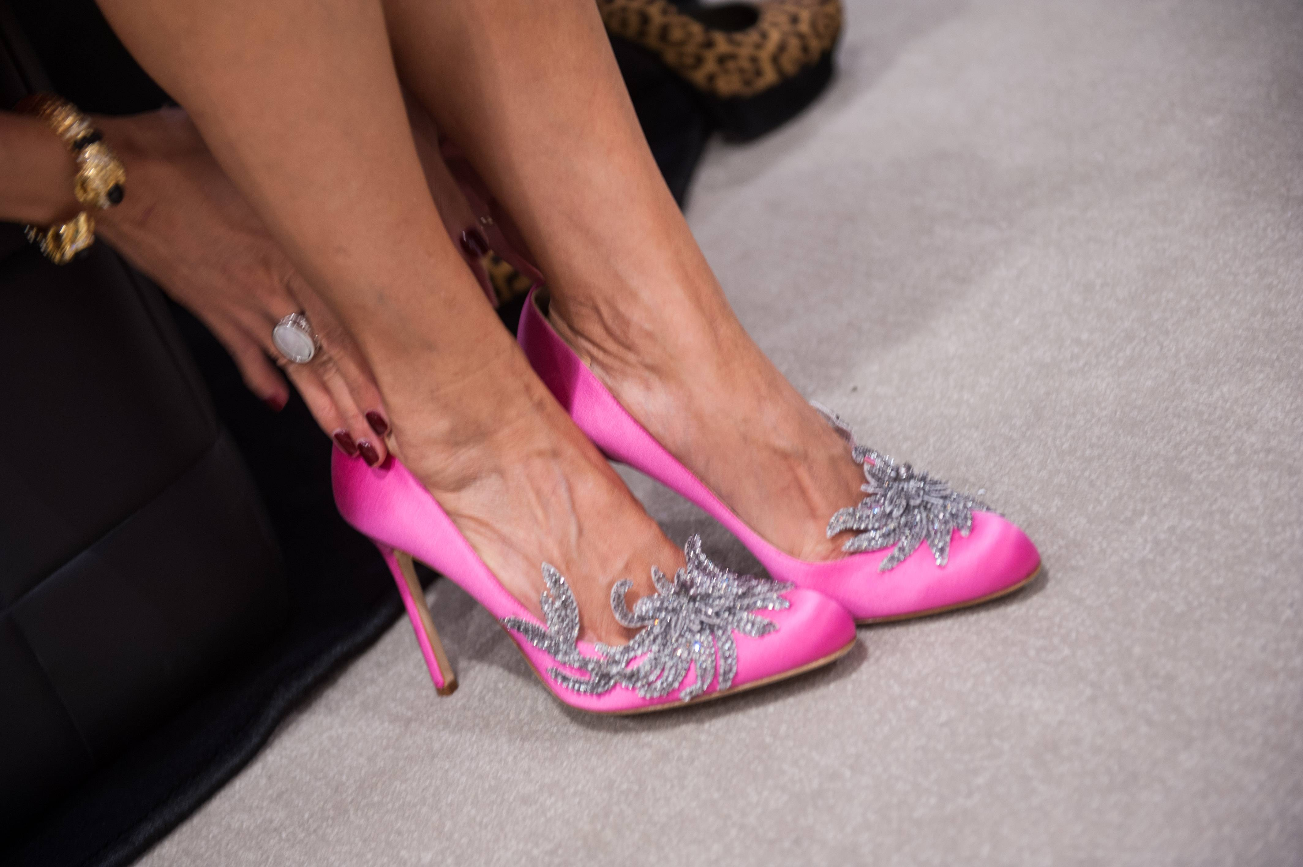 The Swan Shoe Hollywood S Hottest Pumps From Manolo