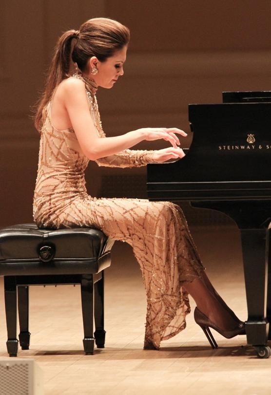 Lola Astanova Pianist