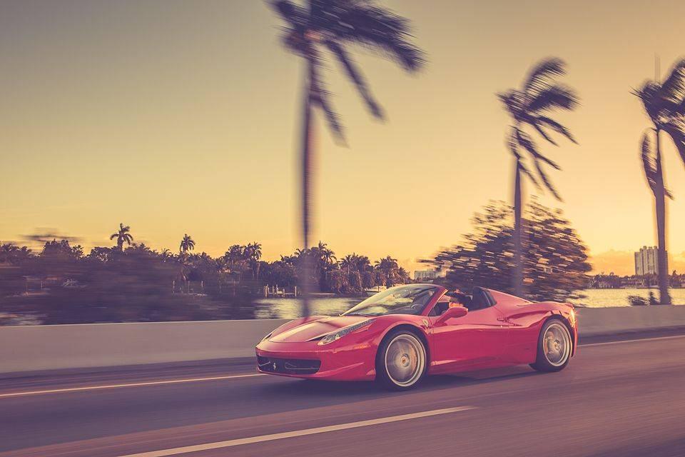 Rent_a_Ferrari_in_Miami_Lou_La_Vie