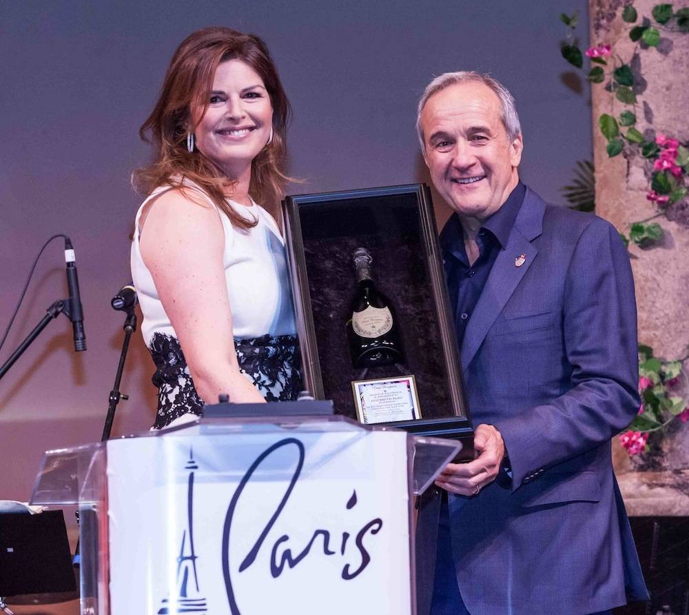 Elizabeth Blau accepts the Dom Perignon Award of Excellence from Larry Ruvo. Photos: © Tom Donoghue/Tom Donoghue Photography