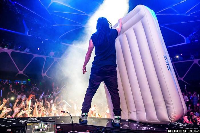 Steve Aoki performs at Hakkasan. Photos: Al Powers/Powers Imagery LLC and Rukes