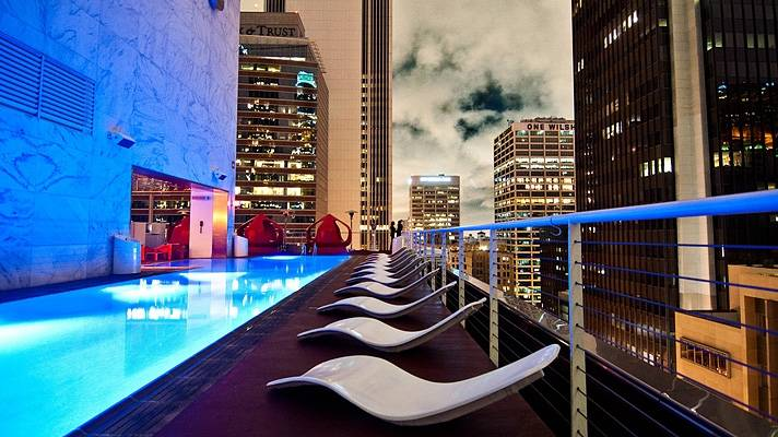 standard-downtown-pool