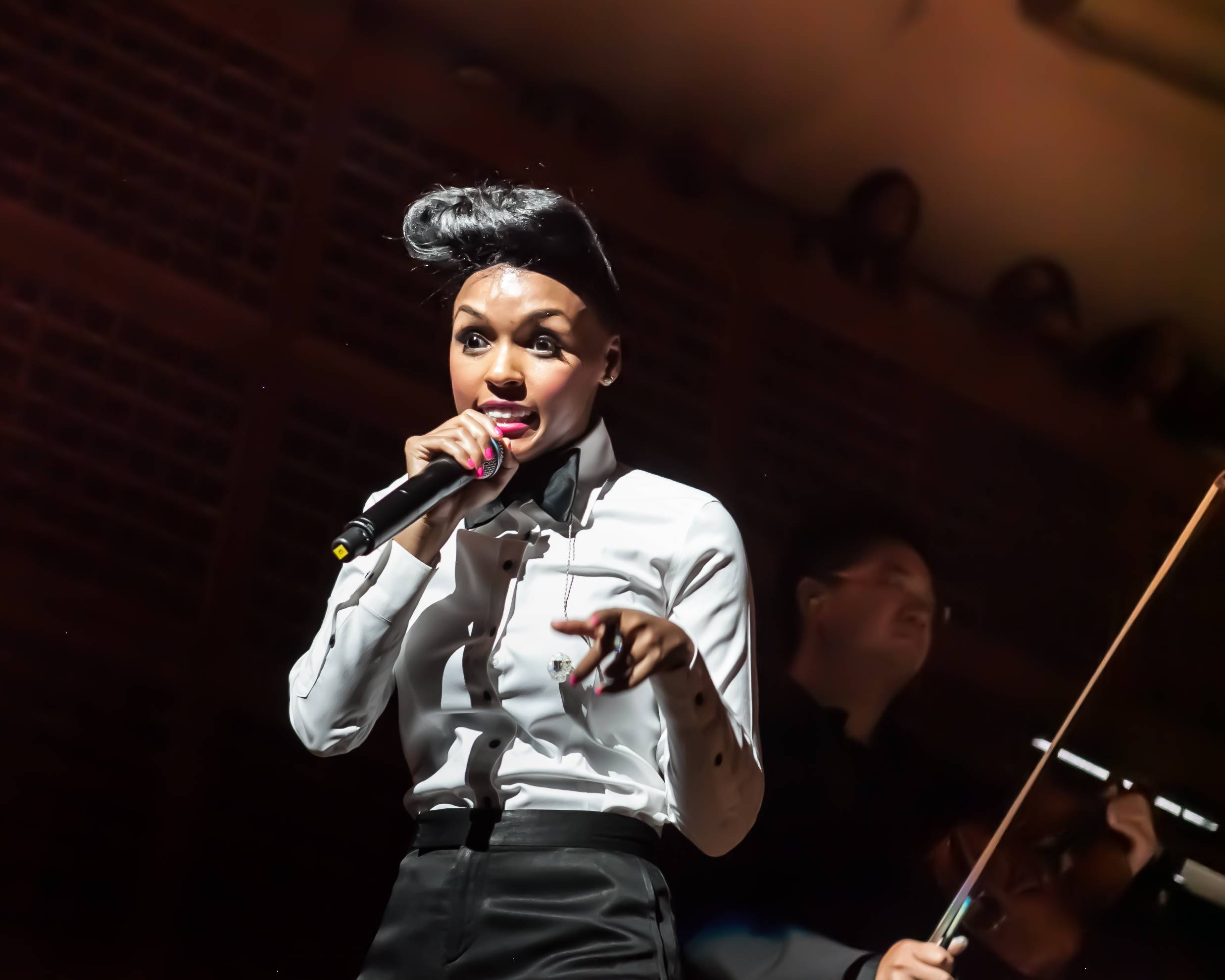 Janelle Monae Performs with the SF Symphony.  Credit: Ashley Reddy for Moanalani Jeffrey Photography