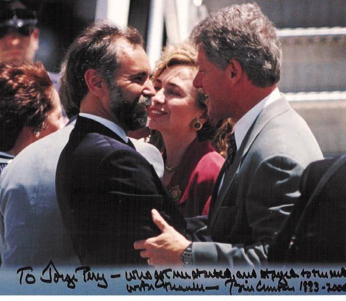 Pérez with Bill and Hillary Clinton