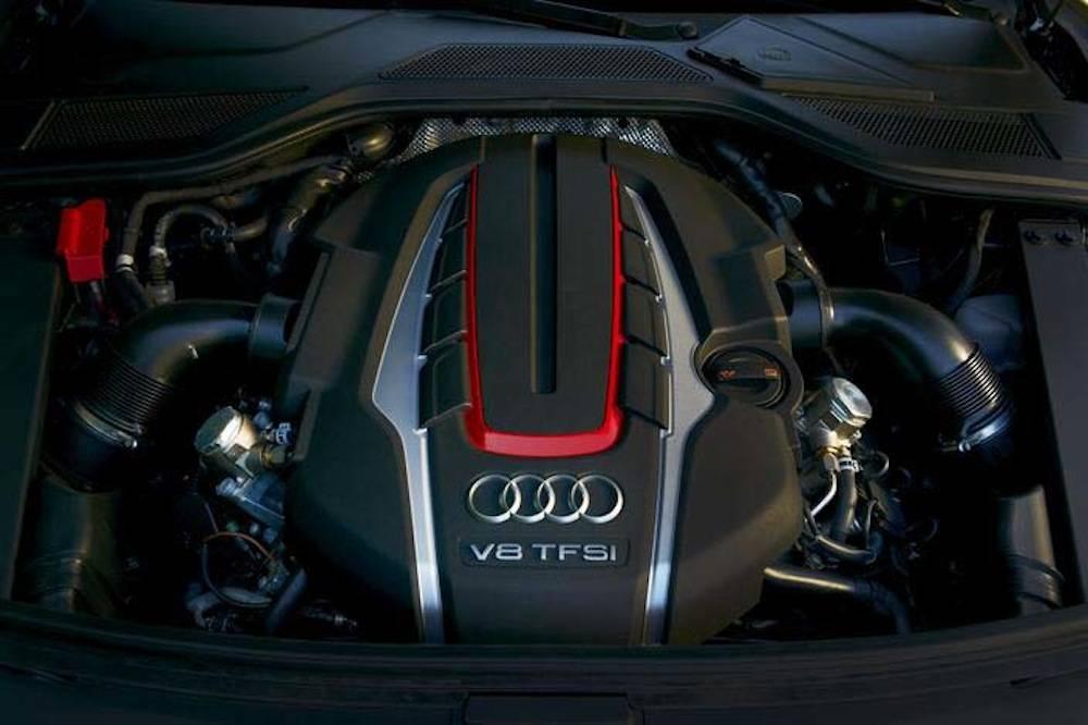 2013_Audi_S8...016