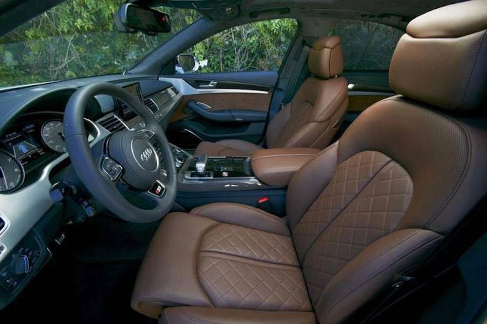 2013_Audi_S8...018
