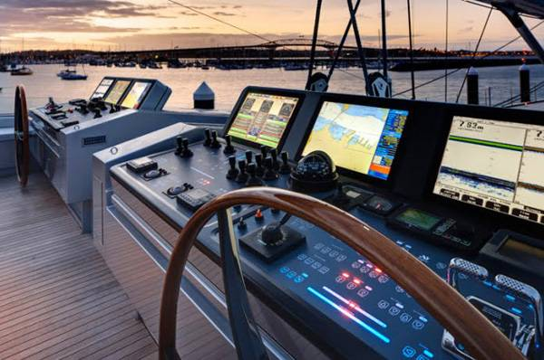 Alloy-Yachts-Vertigo-220-Superyacht-7