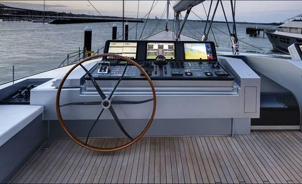 Alloy-Yachts-Vertigo-220-Superyacht-8