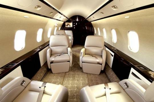 Bombardier-Challenger-Private-Jet-300-interior