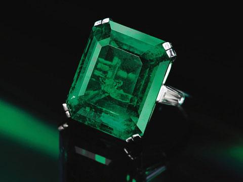 8306-lot-360-emerald-ring.jpg