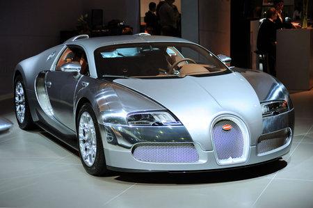 Bugatti_Veyron-thumb-450x299