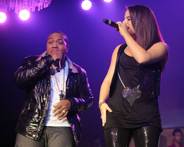 http://www.hauteliving.com/wp-content/uploads/Timbaland-and-JoJo-performing-together-at-the-Verizon-Wireless-Blackberry-and-Shock-Value-II-Album-Release-Party.jpg